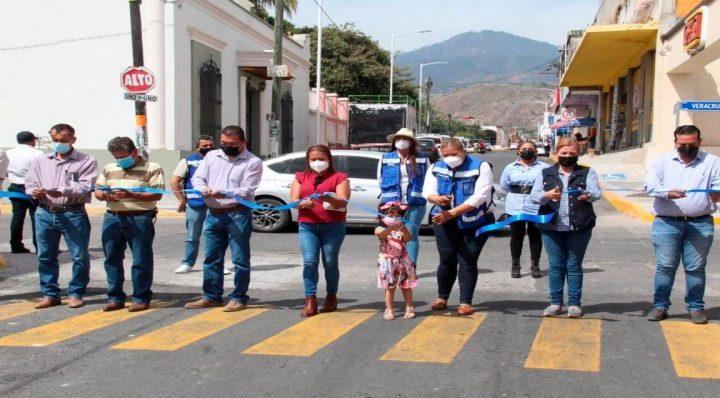 La Presidenta municipal Gladis Gutiérrez entrega nuevas vialidades en Xalisco