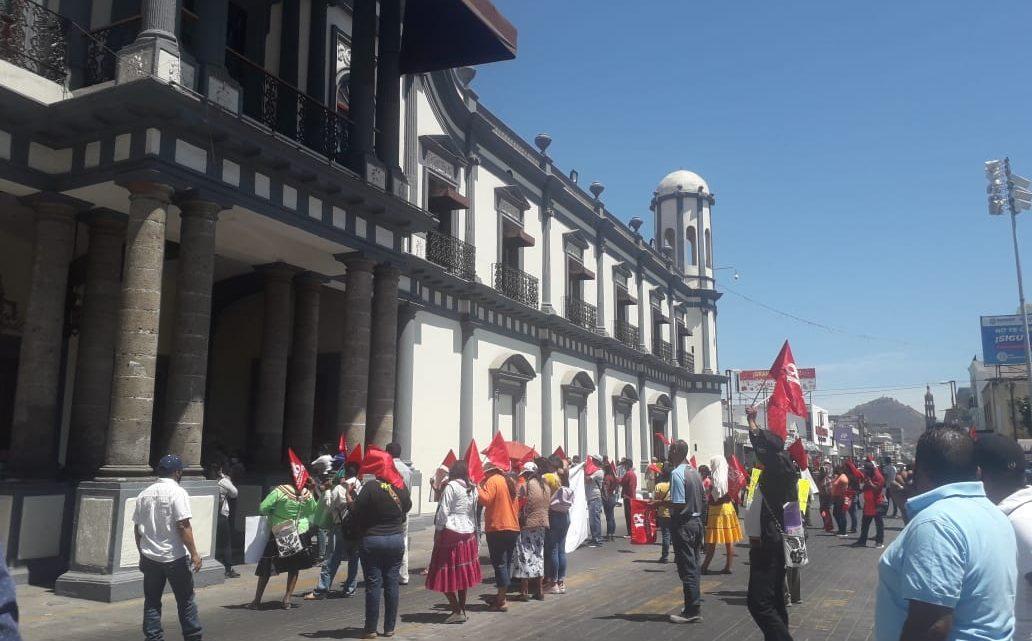 Un contingente de Antorchistas nos manifestamos frente al Palacio de Gobierno: Ricardo