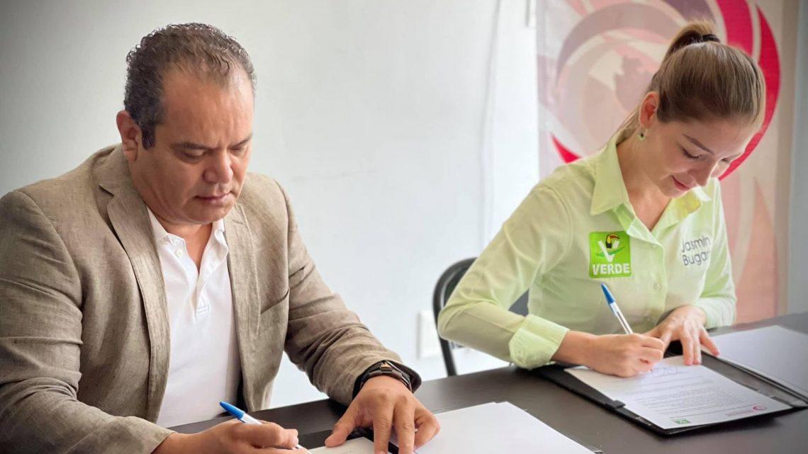 Jasmín Bugarín firma convenio anticorrupción.