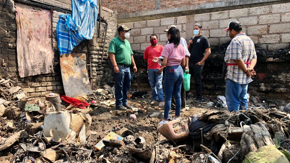 En la colonia La Peñita se quemó una casa donde viven tres personas de escasos recursos
